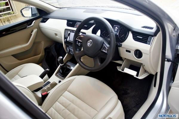 Skoda Octavia 2.0 TDi diesel manual interior (27)