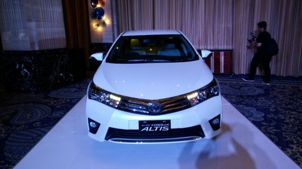 2014-Toyota-Corolla-Altis-Indonesia-pics-1