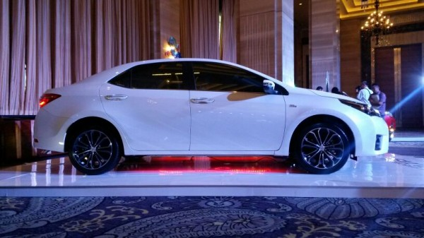 2014-Toyota-Corolla-Altis-Indonesia-pics-2