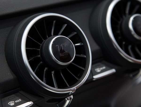 2015-Audi-TT-dashboard-ces-pics-1