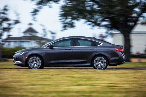2015-Chrysler-200-pics-3