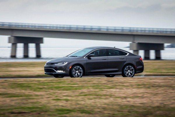 2015-Chrysler-200-pics-4
