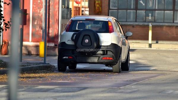 Fiat-Punto-Adventure-rear-spied