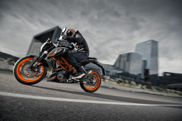 KTM DUKE 390 launches in midnight black colour (1)