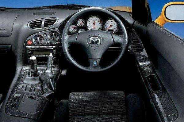 Mazda-RX7-interiors