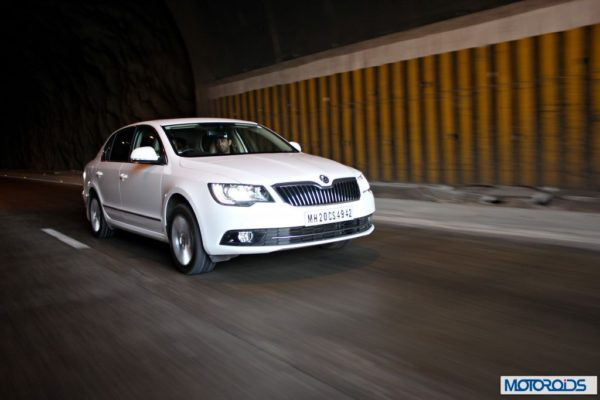 New Skoda Superb faceliftaction shots