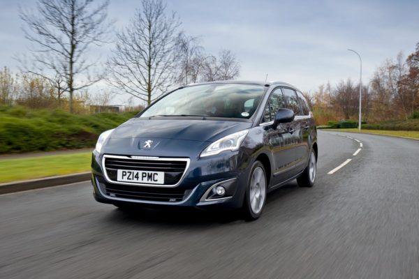 Peugeot-5008-facelift-pics