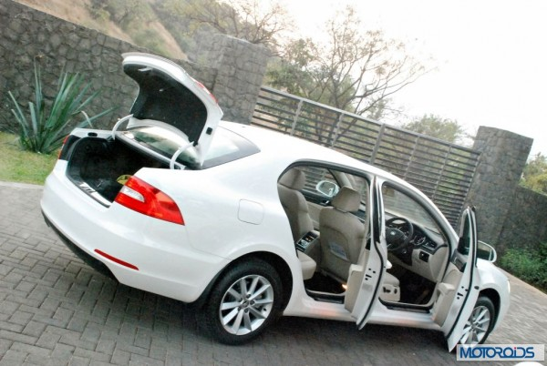 new 2014 Skoda Superb facelift Interior (2)
