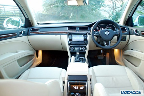 new 2014 Skoda Superb facelift Interior (3)
