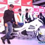 Auto Expo 2014: Akshay Kumar Visits Honda Pavilion, Meets Fans