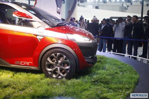 Bajaj U car Auto Expo 2014 (5)