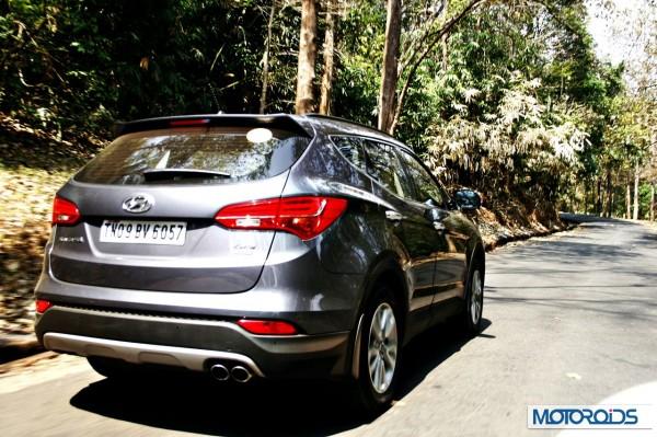 New Hyundai Santa Fe exterior action (17)