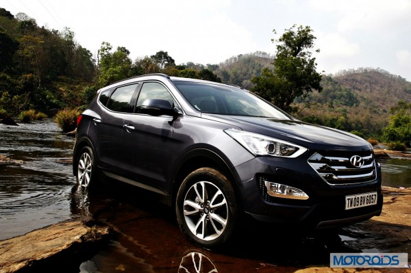 New Hyundai Santa Fe exterior action (2)