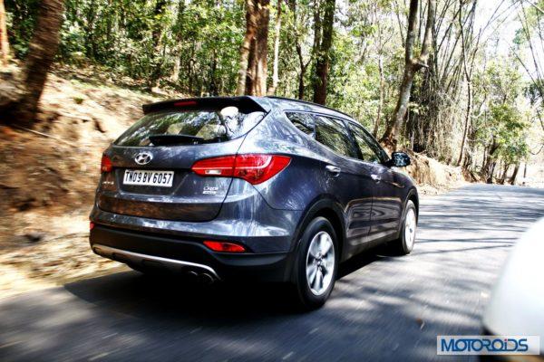 New-Hyundai-Santa-Fe-exterior-action-20-600x400
