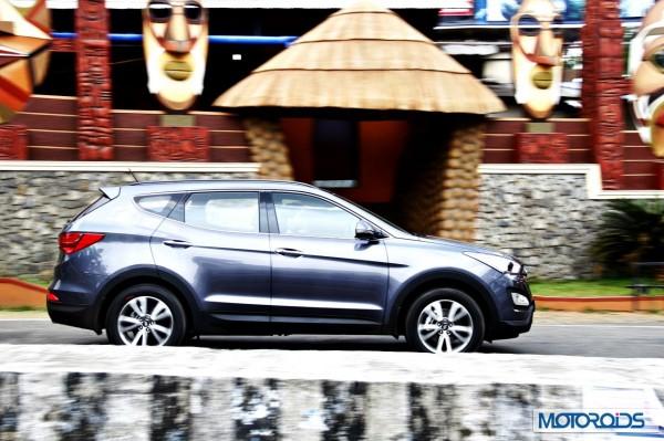New Hyundai Santa Fe exterior action (23)