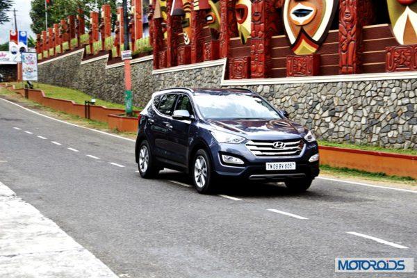 New-Hyundai-Santa-Fe-exterior-action-25-600x400