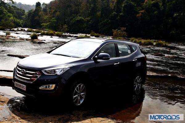New Hyundai Santa Fe exterior action (3)