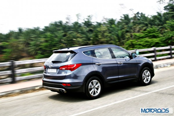 New Hyundai Santa Fe exterior action (33)
