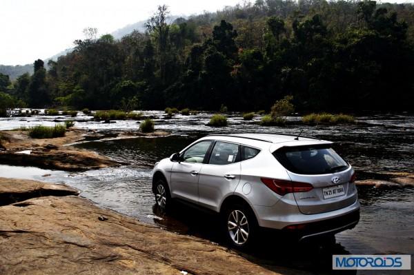 New Hyundai Santa Fe exterior action (6)
