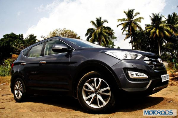 New Hyundai Santa Fe exterior action (7)