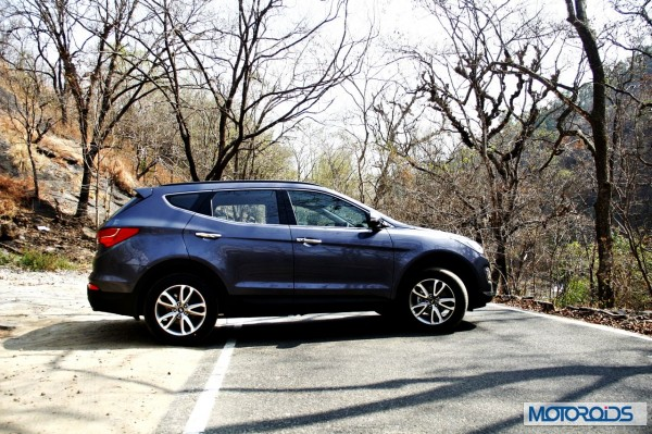New Hyundai Santa Fe exterior action (8)