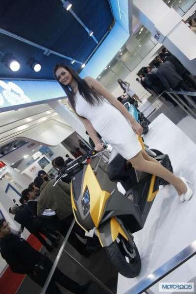 TVS-Graphite-scooter-Auto-Expo-2014-6-400x600