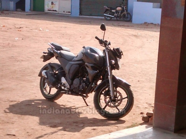 [SPIED] 2014 Yamaha FZ-S facelift images and details