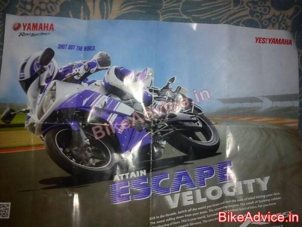 2014-Yamaha-YZF-R15-v3-1