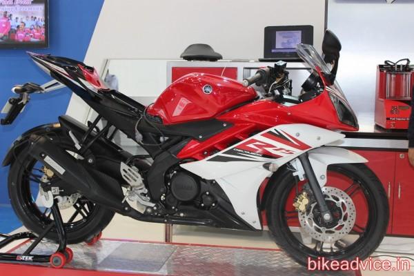 2014-Yamaha-YZF-R15-v3-3