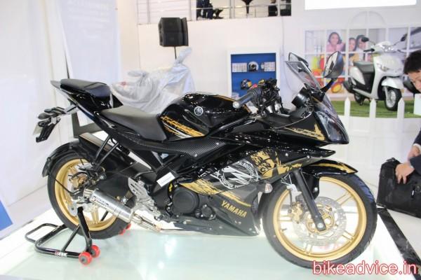 2014-Yamaha-YZF-R15-v3-4