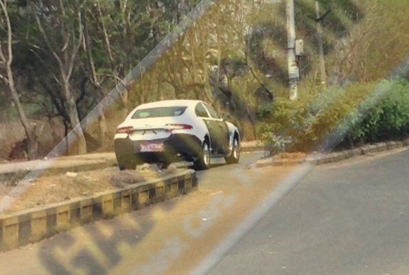 New 2015 Jaguar XF Spied in India for the first time