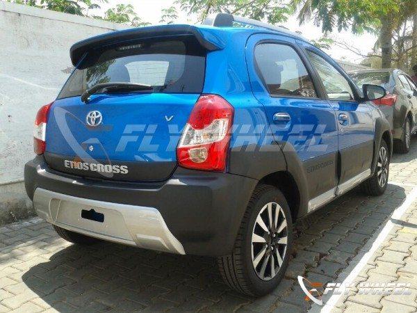 Toyota-Etios-Cross-dealer-spied-rear