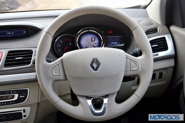 2014 Renault Fluence facelift steering wheel