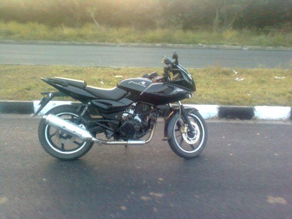 used-bikes-under-40000-bajaj-pulsar-220