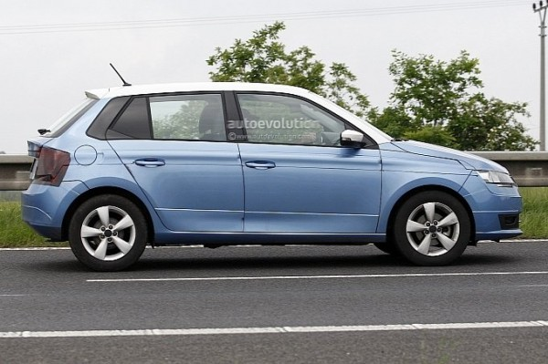2014-skoda-fabia-spy-shot-clear-3
