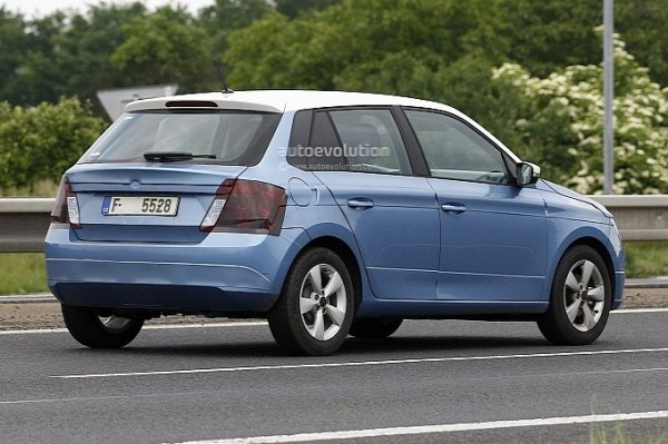 2014-skoda-fabia-spy-shot-clear-4