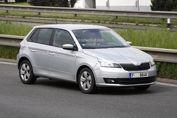 2014-skoda-fabia-spy-shot-clear-6