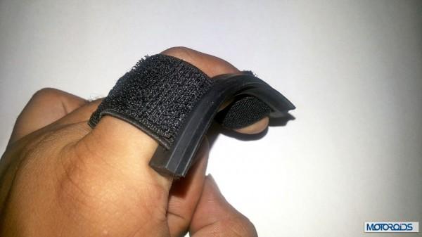 Helmet finger wiper packaging (2)