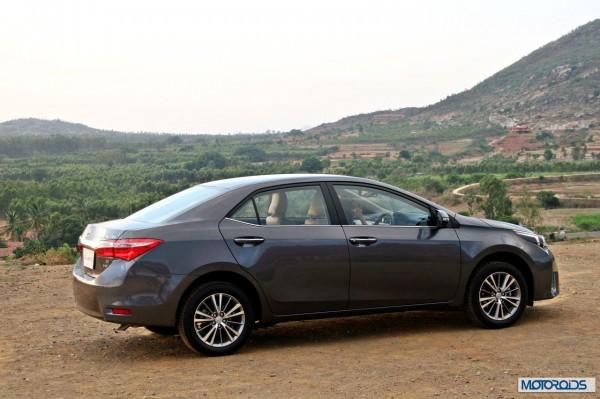 New 2014 toyota Corolla Altis India (1)