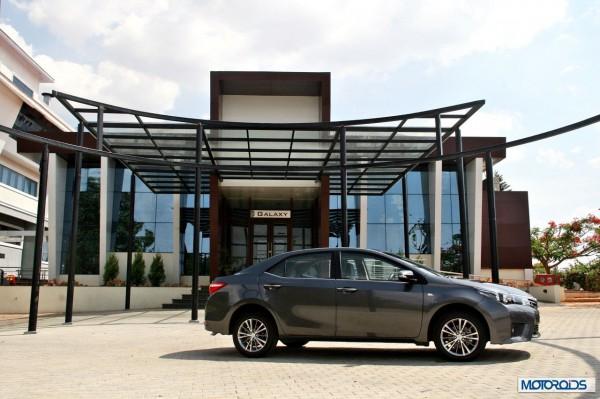 New 2014 toyota Corolla Altis India (24)