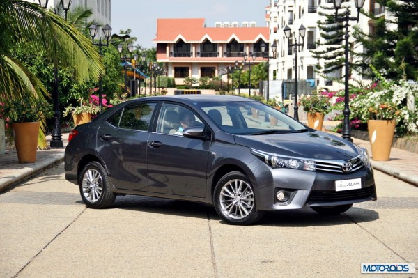 New 2014 toyota Corolla Altis India (36)