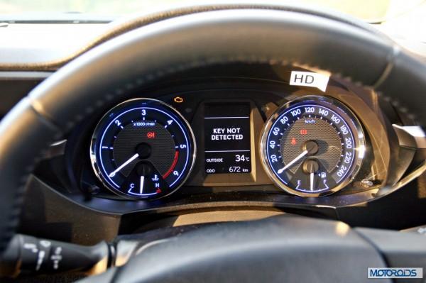 New 2014 toyota Corolla Altis India (41)
