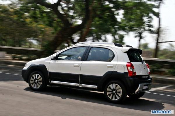 Toyota Etios Cross exterior action (5)