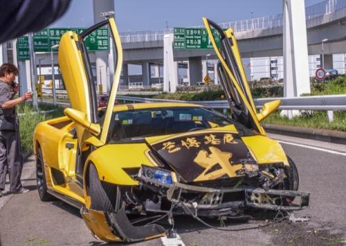 lamborghini diablo crash tokyo images 2
