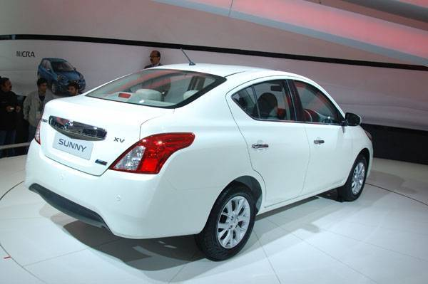 nissan-sunny-facelift-india-launch (1)