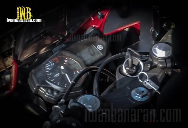 yamaha-yzf-r25-speedometer