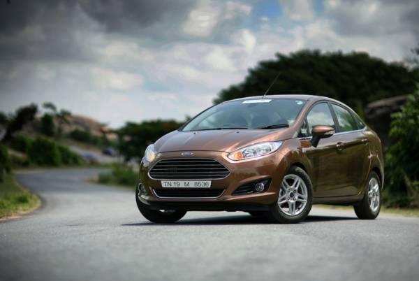 2014 Ford Fiesta (2)