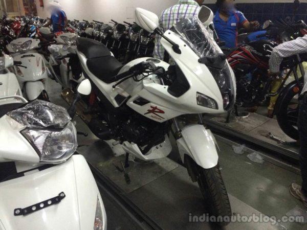 2014-Hero-Karizma-R-front-spotted-at-dealership-1024x768