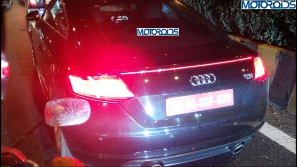 2015-audi-tt-rear-spied-motoroids (1)