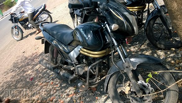 Mahindra-Centuro-disc-brake-1